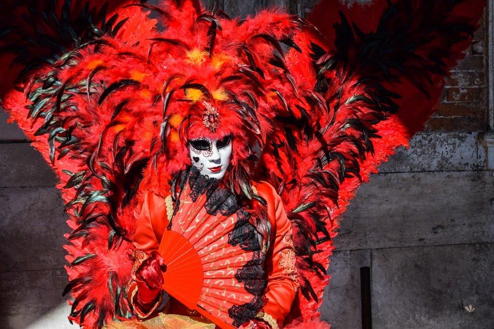 Venice_mask_carnival_2017-min
