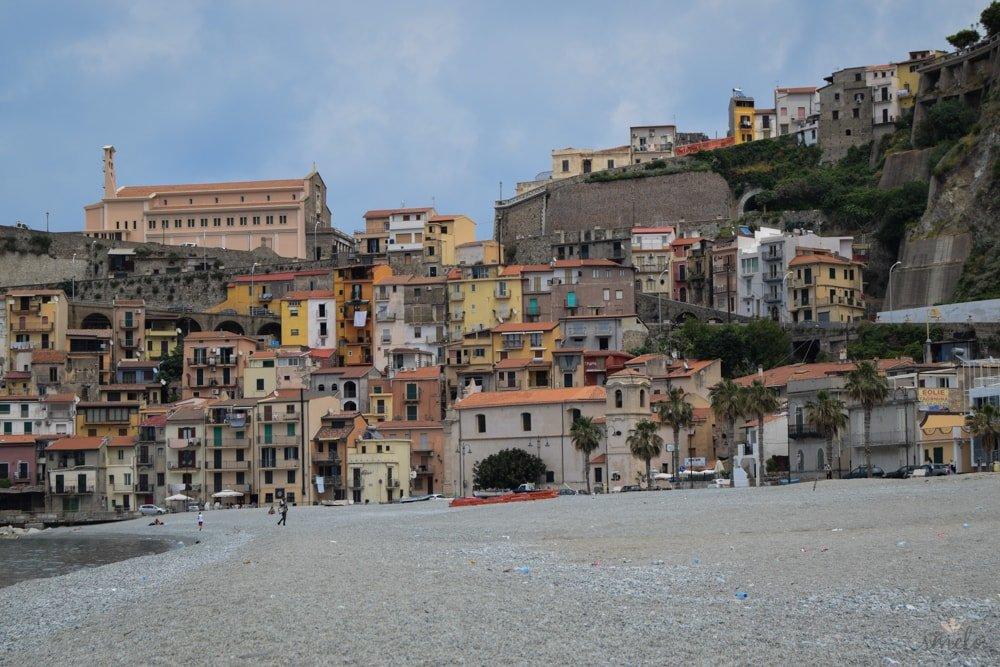 domy_na_skalach_v_talianskej