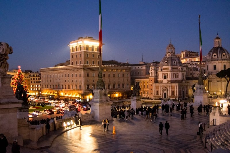 piazza_venezia_viktor_emanuel_II-2