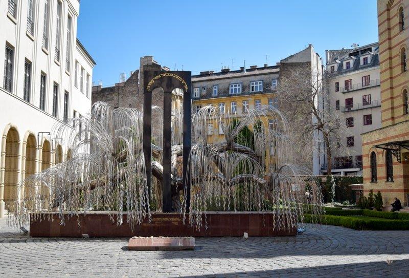 zelezná_vrba_pamätnik_holokaustu_budapest